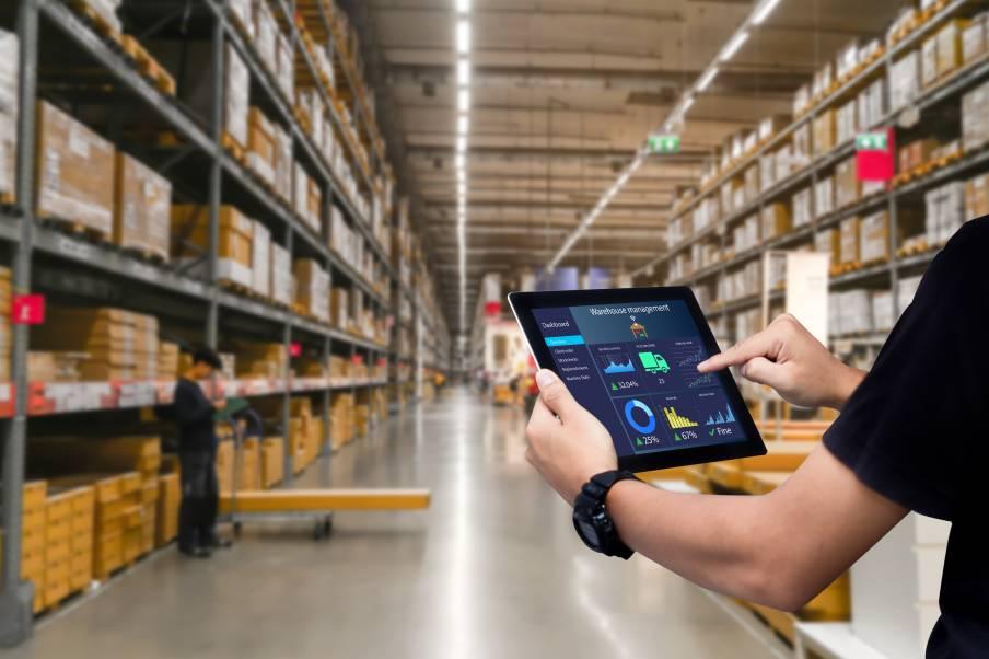 Inventaire via application digitale sur tablette numérique dans un entrepôt octopia