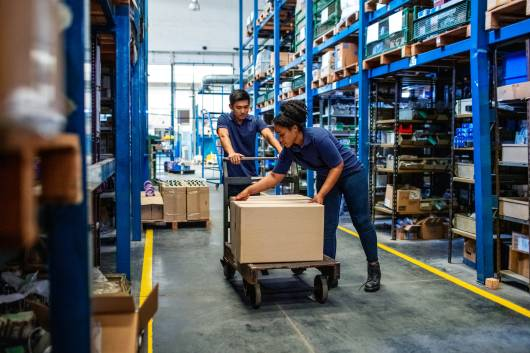 Manutention de colis et produits dans un entrepôt logistique Octopia
